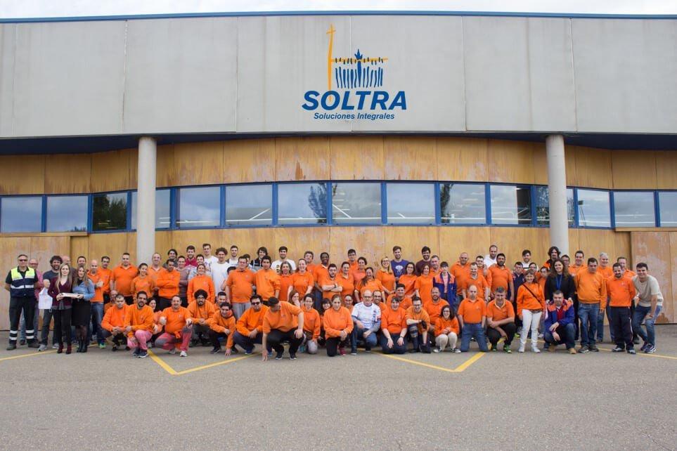 Visita de la plantilla del Abanca Ademar a las instalaciones de SOLTRA